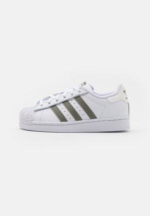 SUPERSTAR  UNISEX - Sneakersy niskie - footwear white/legacy green/offwhite