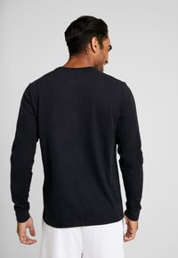 Nike Performance - NBA LONG SLEEVE - Camiseta de deporte - black/white - 2