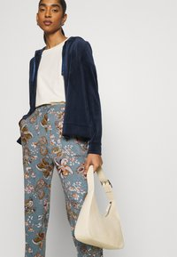 ONLY - ONLELCOS EMMA LONG PANT - Tracksuit bottoms - balsam green - 3