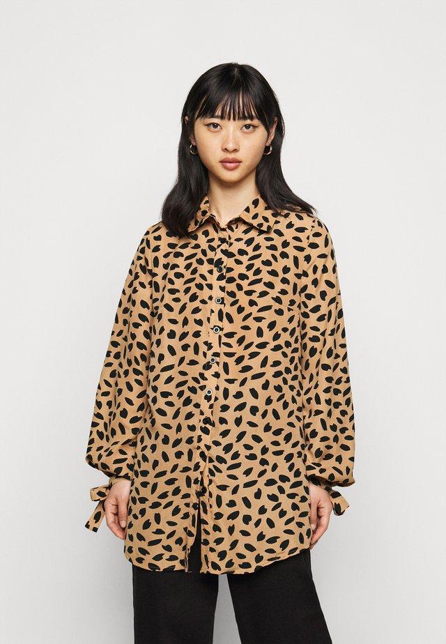 TIE CUFF DRESS DALMATIAN - Robe chemise - stone