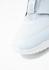 Nike Performance - FLEX RUNNER - Neutral running shoes - half blue/metallic silver/white - 5