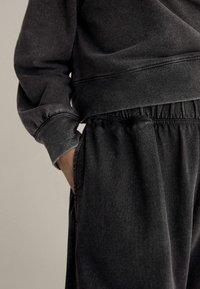 OYSHO - Kalhoty - dark grey - 3