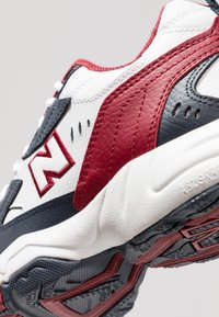 New Balance - Sneakers basse - outerspace/scarlet - 6