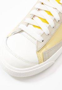 Nike Sportswear - BLAZER 77 - Zapatillas altas - bicycle yellow/white/opti yellow/sail - 2