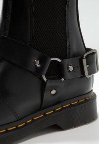 Dr. Martens - WINCOX CHELSEA BOOT - Kotníkové boty - black smooth - 5