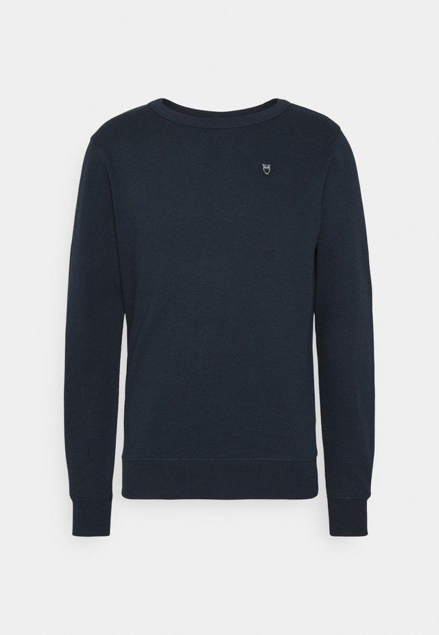 BASIC BADGE GOTS VEGAN - Sweater - total eclipse