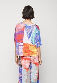 Henrik Vibskov - GRABBER TEE BLURRY LIGHTS PRINT - T-shirt imprimé - multi-coloured - 2