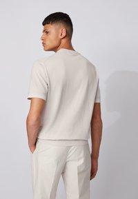 BOSS - IMATTEO - T-Shirt basic - natural - 2