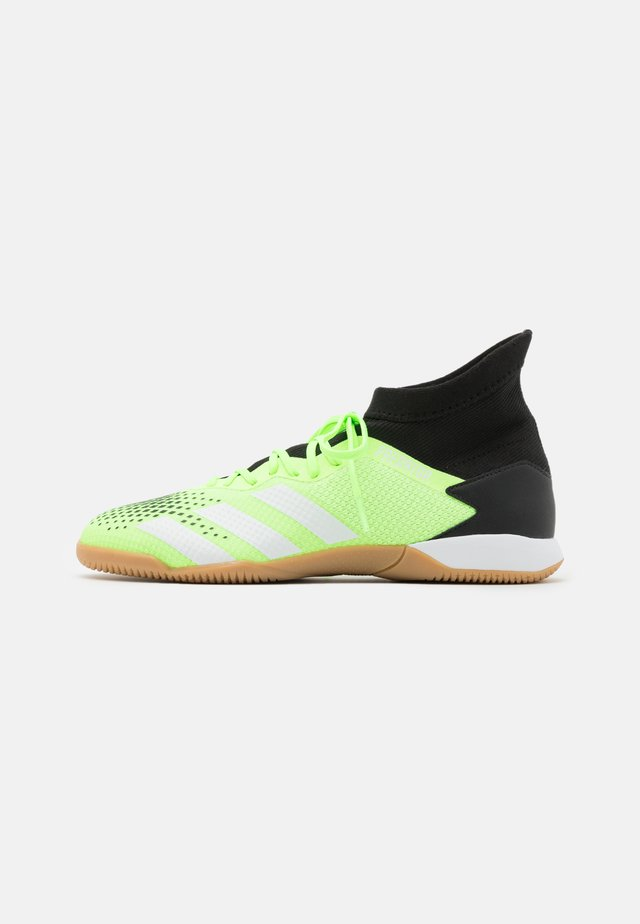 PREDATOR 20.3 FOOTBALL SHOES INDOOR - Fußballschuh Halle - signal green/core black/footwear white