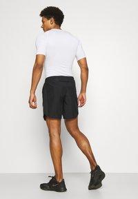 Nike Performance - Korte sportsbukser - black/white/silver - 2