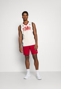 Tommy Hilfiger - BASKETBALL ICONIC TANK - Funktionsshirt - white - 1