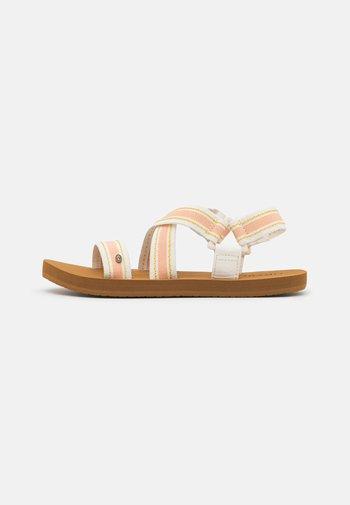 PISMO - Sandalias - white