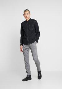 Zign - Kalhoty - white/black - 1