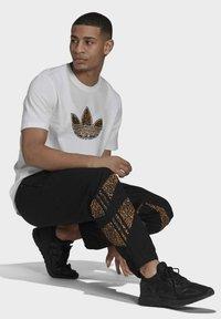 adidas Originals - SHARK  - Pantaloni sportivi - black - 2