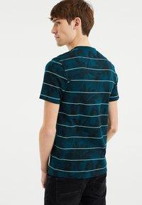 WE Fashion - Print T-shirt - greyish green - 2