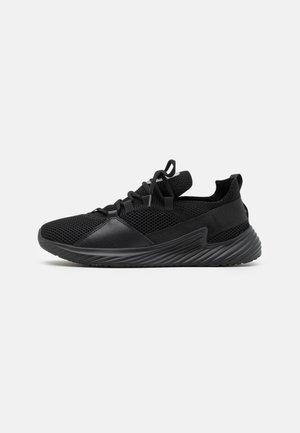 Sneakers - black