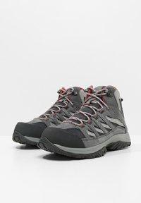 Columbia - MID CRESTWOOD™ MID WATERPROOF - Walking trainers - graphite, daredevil - 3