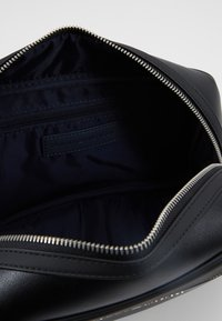 Tommy Hilfiger - WASHBAG - Trousse - black - 5