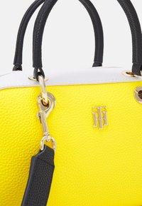Tommy Hilfiger - ESSENCE DUFFLE - Handbag - yellow - 4