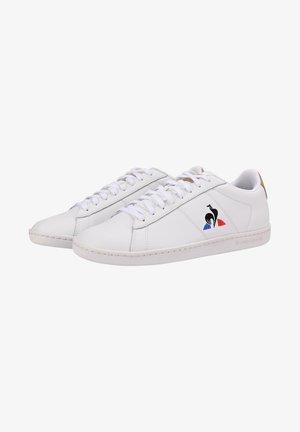 """COURTSET - Sneakersy niskie - """"white, beige"""""""