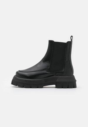 VEGAN VIOLET ROUND TOE BOOT - Platform ankle boots - black
