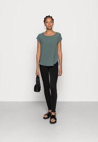 ONLY - ONLVIC SOLID  - T-shirt - bas - balsam green - 1