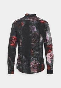Twisted Tailor - TORN - Košile - black red - 1