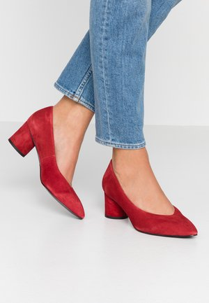 Classic heels - lipstick