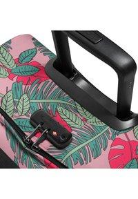 Eastpak - TRANVERZ  - Wheeled suitcase - brize tropical - 4