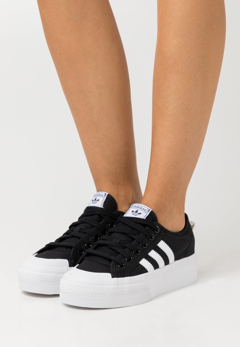 adidas Originals - NIZZA PLATFORM - Baskets basses - core black/footwear white