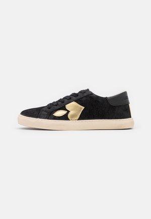 AUSTIN - Sneakers laag - black/gold
