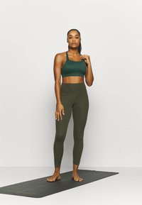 Nike Performance - THE YOGA 7/8 - Tights - cargo khaki/medium olive - 1