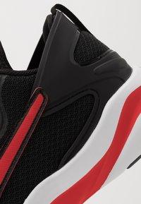 Puma - SOFTRIDE RIFT - Hardloopschoenen neutraal - black/high risk red - 5