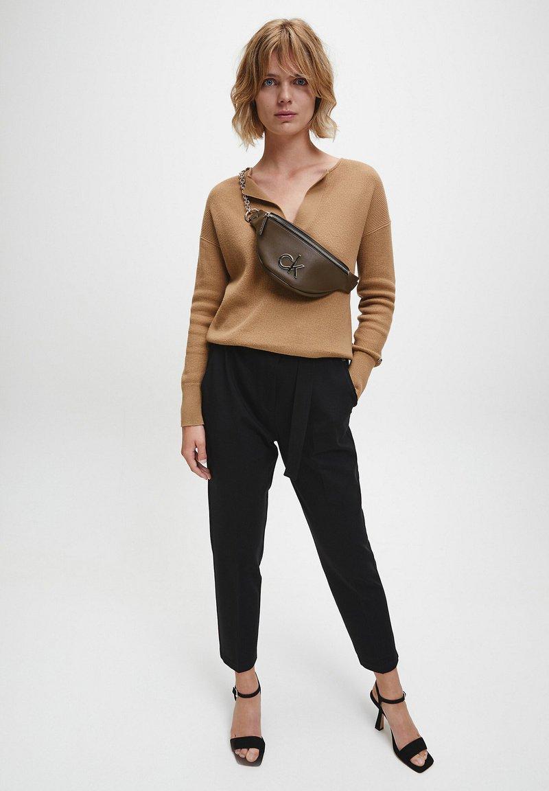 Calvin Klein - Bum bag - slate brown