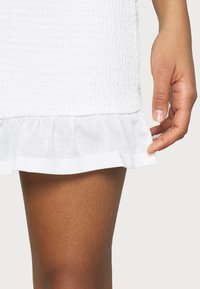 Vila - VIHAGEN HW SHORT FESTIVAL SKIRT/KA/EX - Mini skirt - snow white - 4