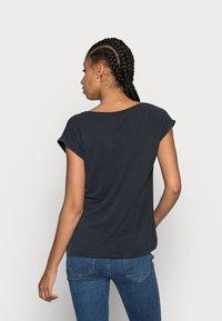 Pieces - PCKAMALA TEE NOOS BC - T-shirts - black - 2