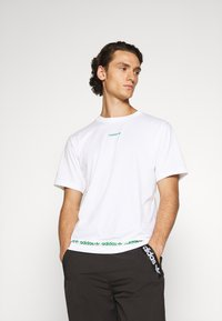 adidas Originals - LINEAR REPEAT UNISEX - Print T-shirt - white - 0