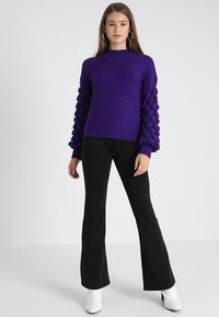 ONLY - ONLFEVER FLARED PANTS - Spodnie materiałowe - black - 1