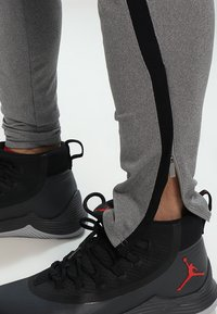 Jordan - ALPHA DRY PANT - Træningsbukser - carbon heather/black - 6