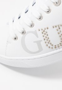 Guess - RIDERR - Sneakers laag - white - 2
