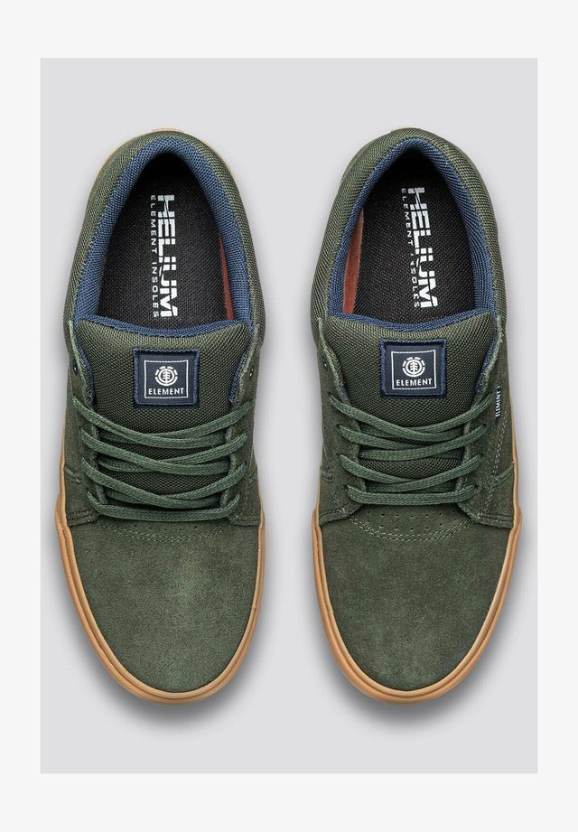 Sneakers laag - forest nght gum