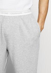 Calvin Klein Underwear - CK ONE JOGGER - Pyjama bottoms - grey - 3