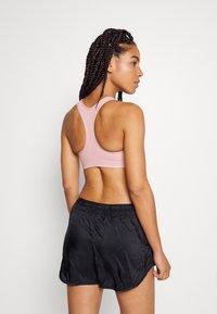Nike Performance - BRA - Brassières de sport à maintien léger - pink glaze/pure/white - 2