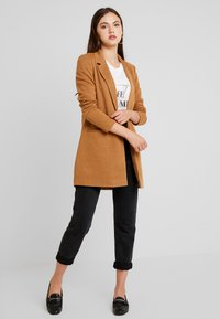 Vero Moda - VMJANEY LONG - Cappotto corto - tobacco brown/melange - 1