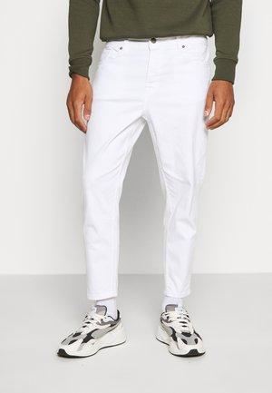 ONSAVI BEAM TAP CROP - Pantalones - white denim