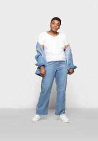 Selected Femme Curve - SLFANDARD NECK TEE - Jednoduché triko - bright white - 1
