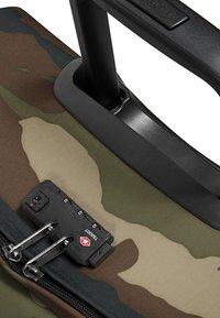 Eastpak - TRANVERZ M CORE COLORS  - Wheeled suitcase - camo - 4