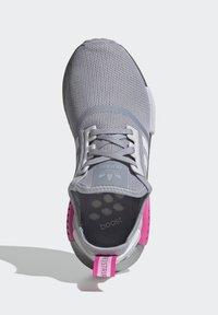 adidas Originals - NMD_R1 SHOES - Matalavartiset tennarit - halo silver/ftwr white/screaming pink - 1