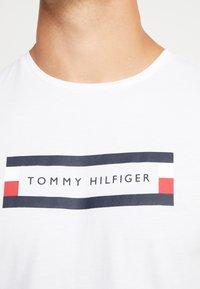 Tommy Hilfiger - BOX LOGO TEE - Print T-shirt - white - 4