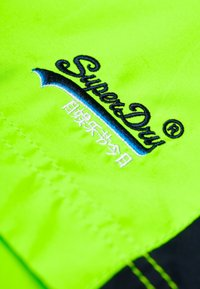 Superdry - BEACH VOLLEY  - Swimming shorts - sunblast green - 6